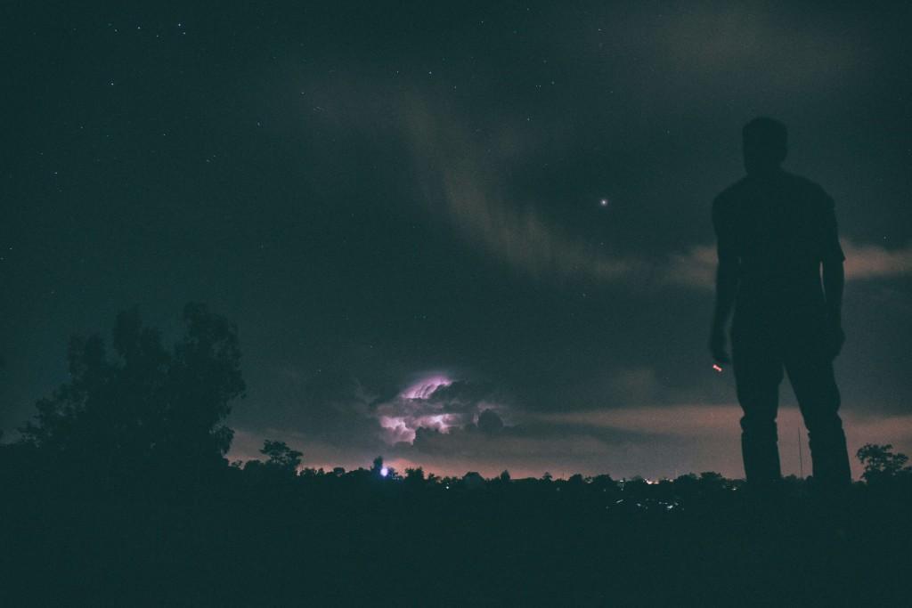 إعصارٌ يشتتنا مرّة، فنخشى الاقتراب بعدها ألف مرّة ومرّة ...