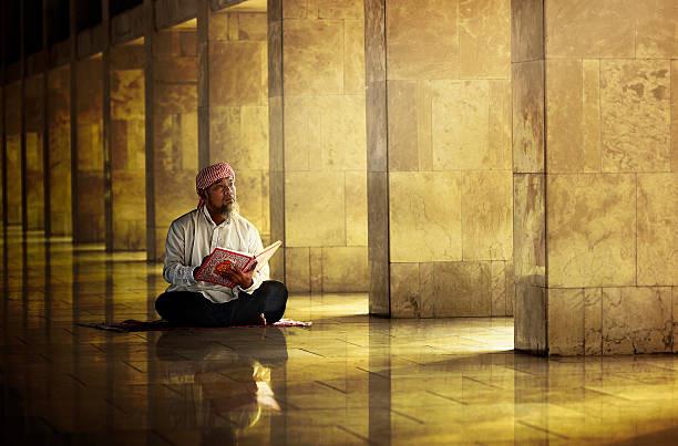 بين القرآن والشعر